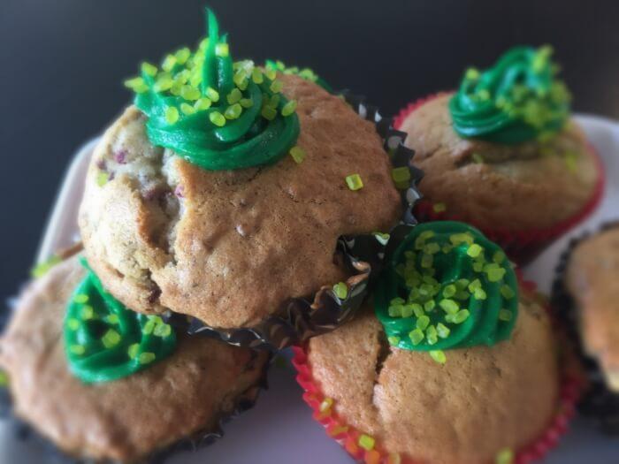 opskrift på dejlige og luftige muffins med frysetørret hindbær
