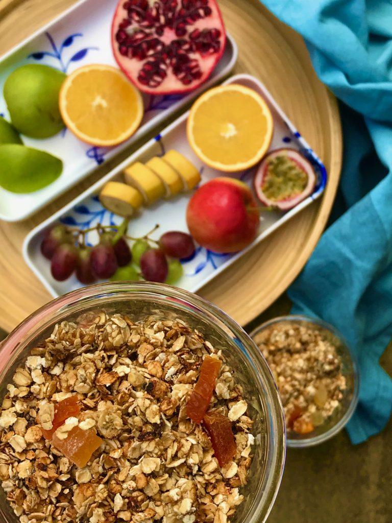 müsli med honning og tørret frugt