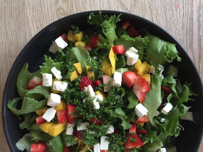 frillicesalat med jordbær & mango