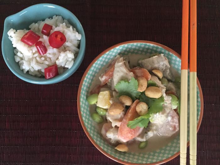 Opskrift på dejlig og nem thai mad med kylling og kokosmælk