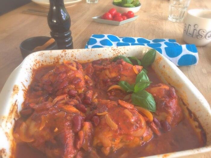 Spansk kyllingeret med chorizopølse