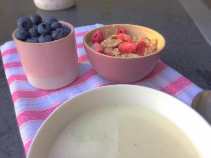 koldskål med pære/banan-yoghurt