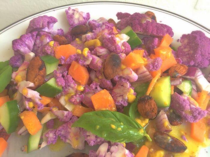 salat med lilla blomkål