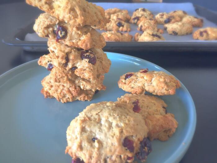Lækre amerikanske småkager med tranebær og hvid chokolade
