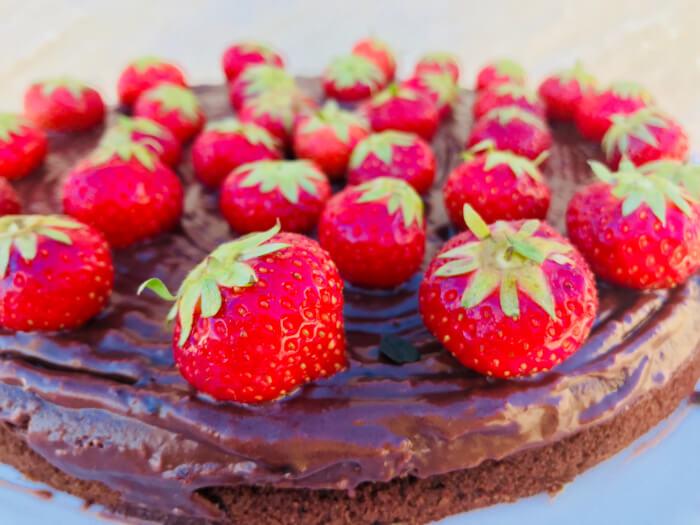 Tæt og saftig chokoladekage med kokossukker