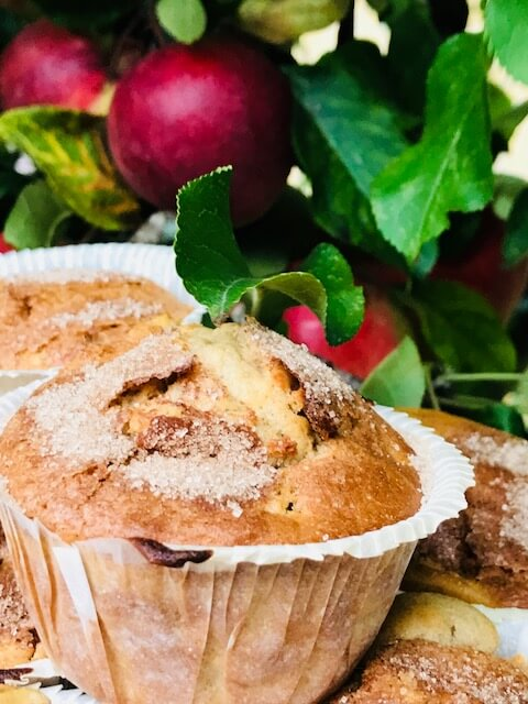 Saftige muffins med æblestykker