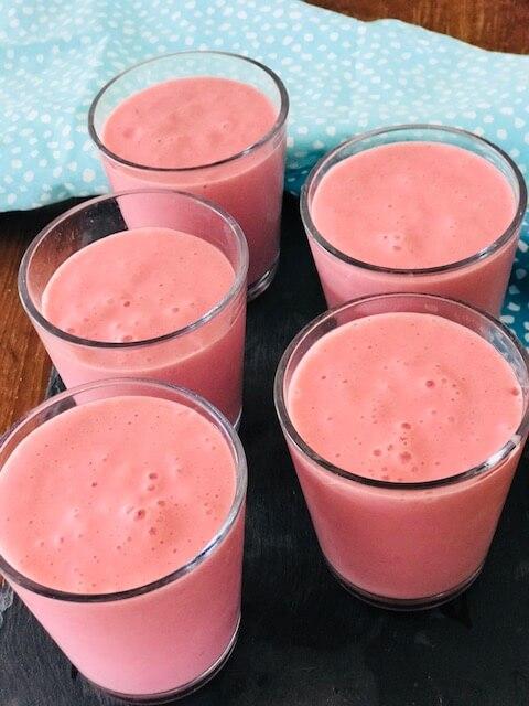smoothie med hindbær og mango