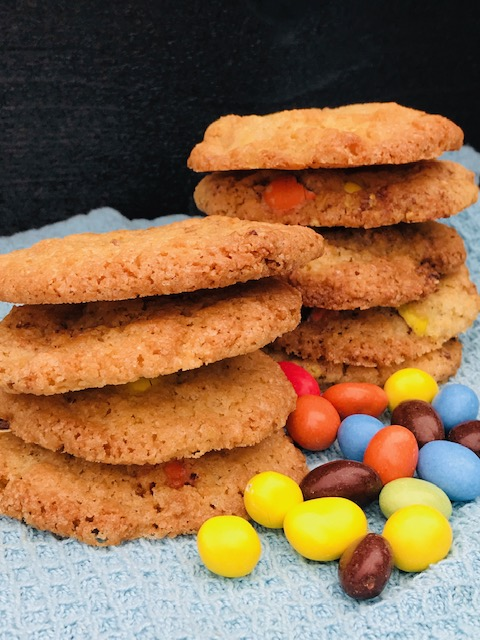 sprøde cookies med  m&m med peanuts