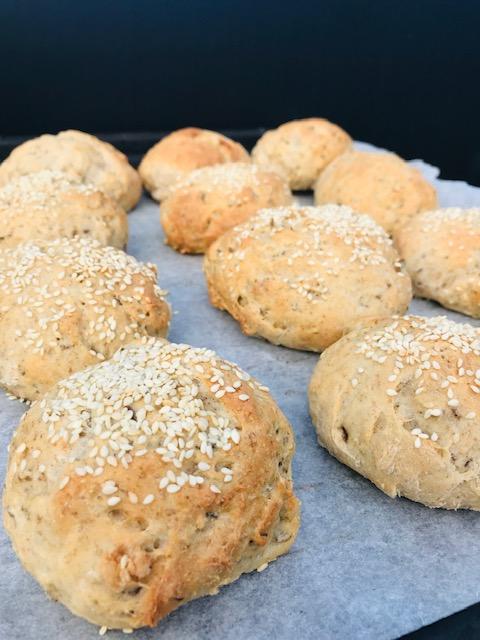 Brød med kærnemælk og kerner