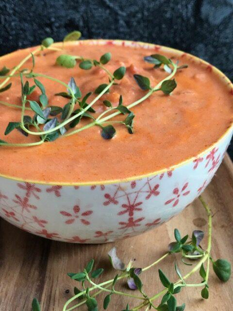 nem og cremet tomatsauce til pastaretter