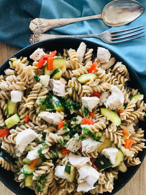 pastasalat med kylling og squash