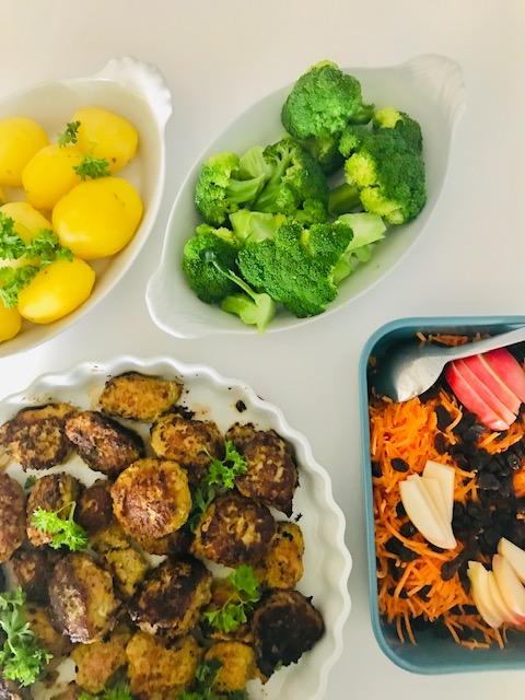 frikadeller med revne grøntsager