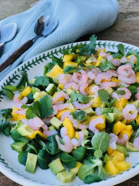 Salat med rejer og mango