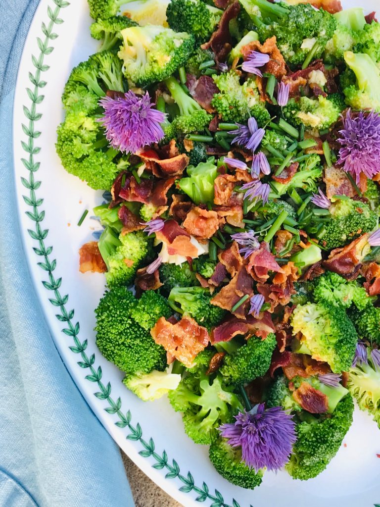Broccoli salat med bacon