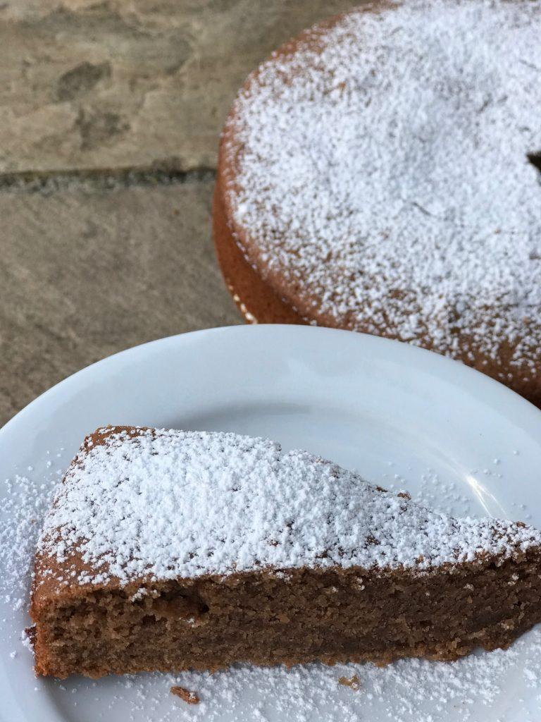 Kage med nesquick og appelsinjuice