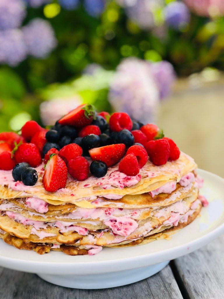 Pandekage kage med hindbærskum