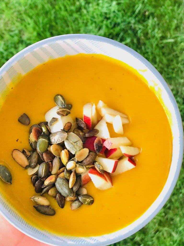 suppe med røde linser og kokosmælk