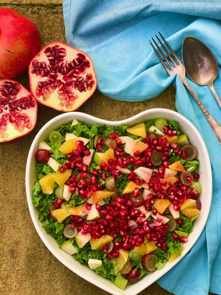 Vintersalat med grønkål og granatæble