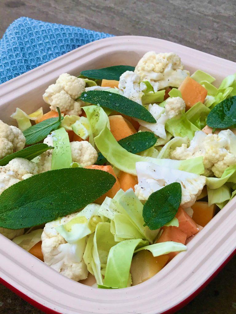 Bagte grøntsager i fad
