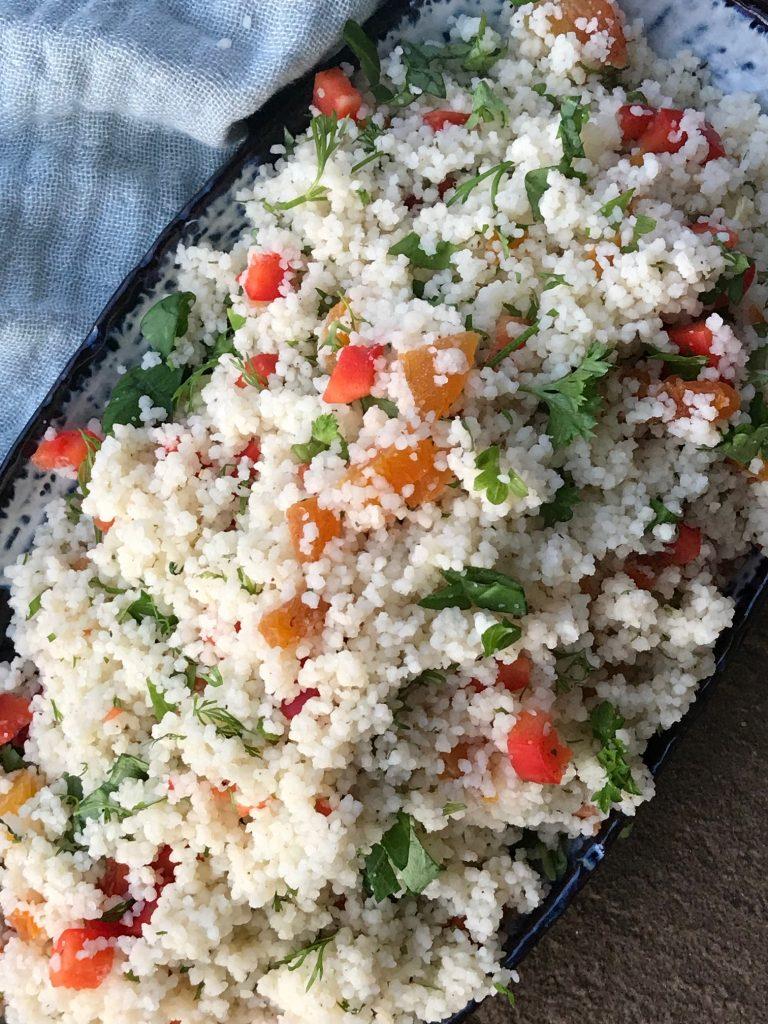 Couscous salat med abrikos og krydderurter