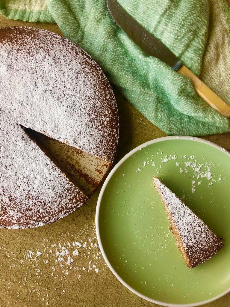 Lakridskage – svampet kage med mild lakridssmag