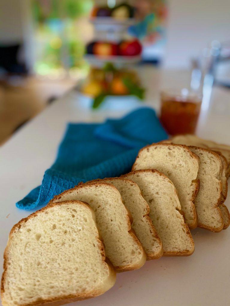 Toastbrød - opskrift på klassisk toastbrød