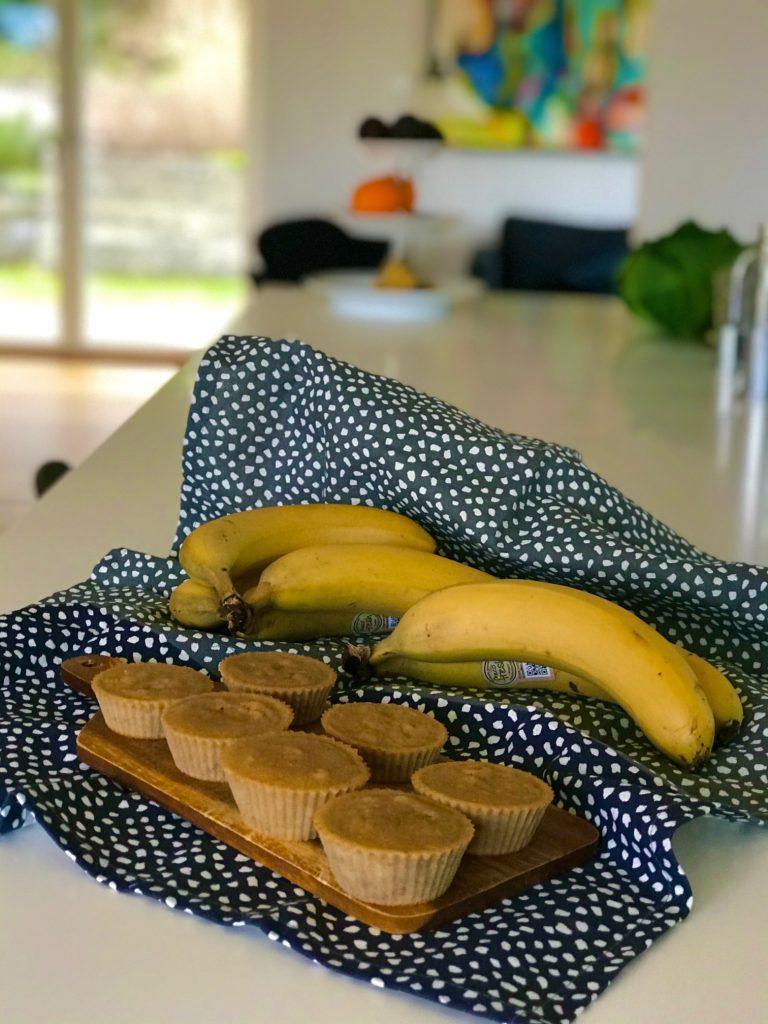 Sunde bananmuffins sødet med honning