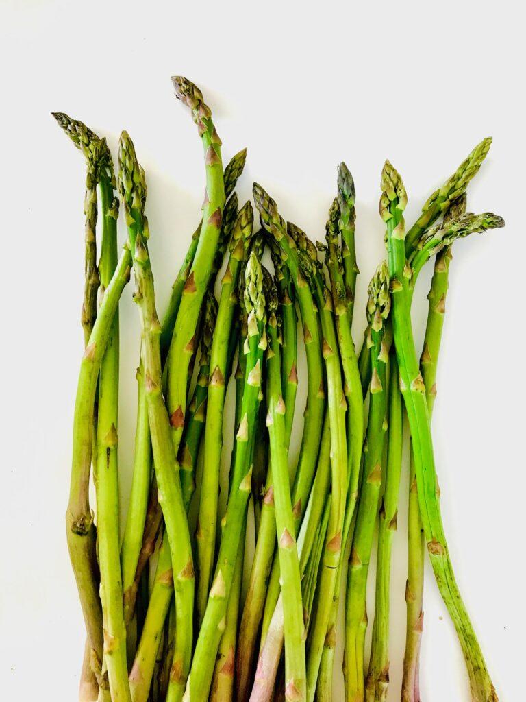 Asparges – tilberedning af hvide og grønne asparges