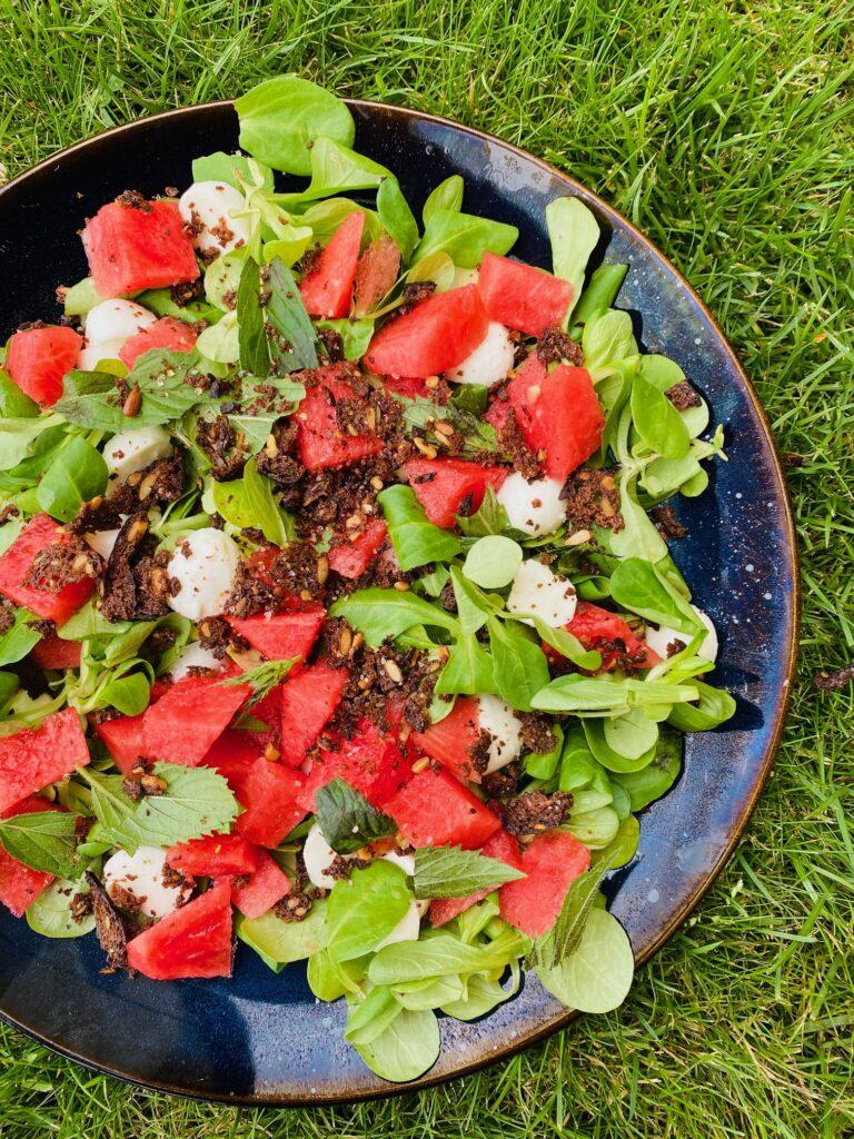 Salat med rugbrødschips