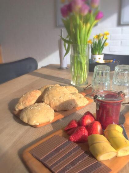 Saftige boller med solsikkekerner og havregrød