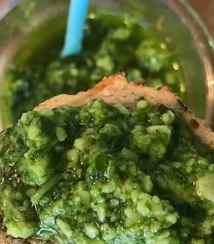 Grøn mojo med parmesanost