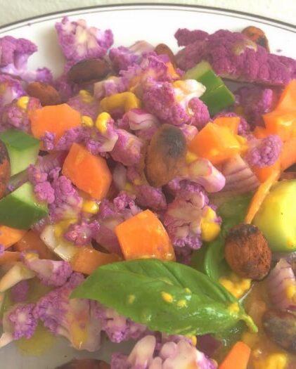 Sprød og smuk salat med lilla blomkål