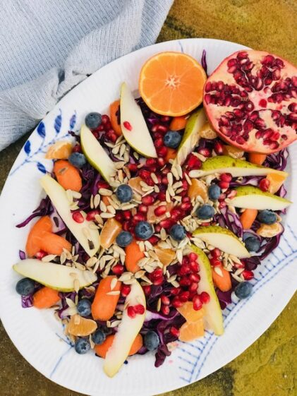 Knasende sprød salat med kål og sunde sager