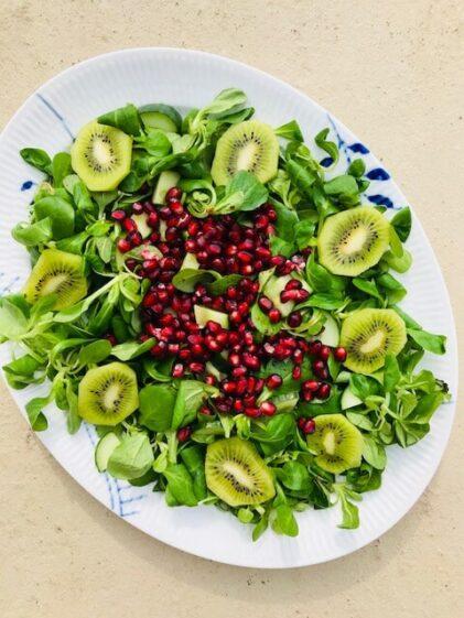 salat med kiwi