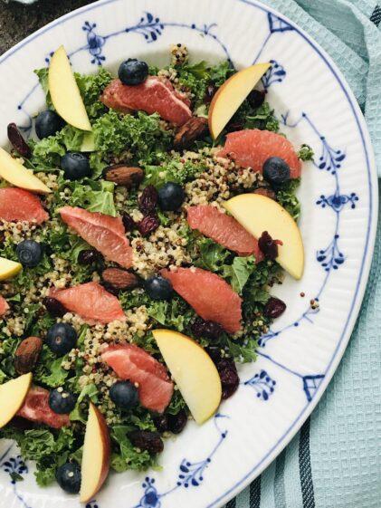 Salat med quinoa og grønkål