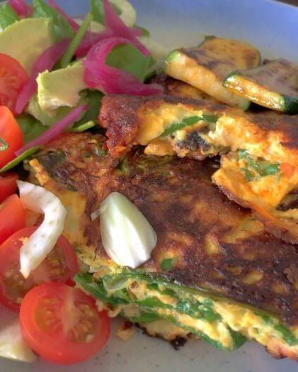 Omelet med spinat og chorizopølse